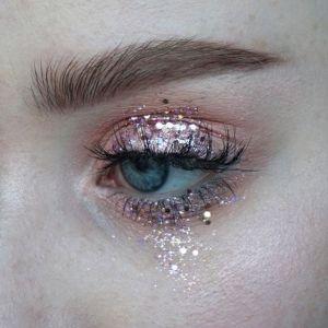721c0c6ce6df439596c69758ffd42971--glitter-eye-makeup-festival-hair-glitter
